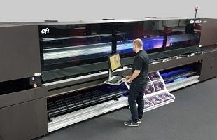 Impressora plana automática com carregador e descarregador